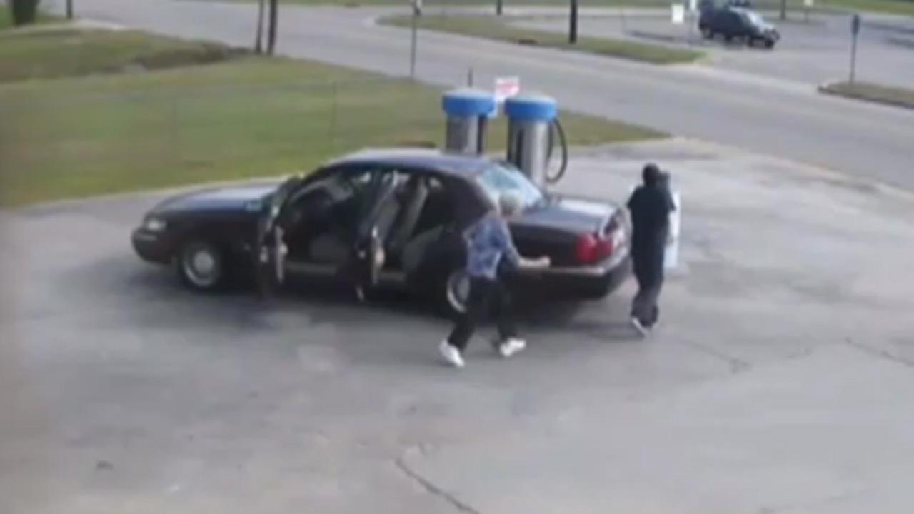 Elderly Woman Chases After Lowlife Who Stole Her Purse