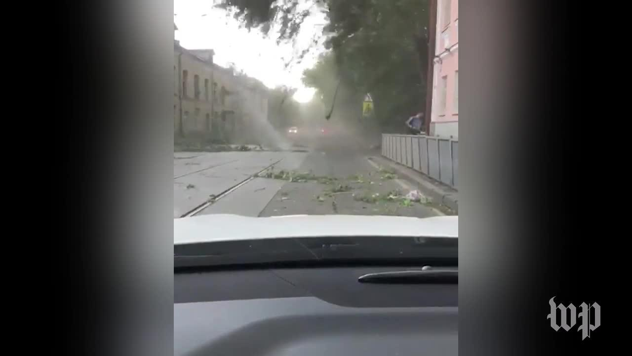 Severe storm sweeps through Moscow