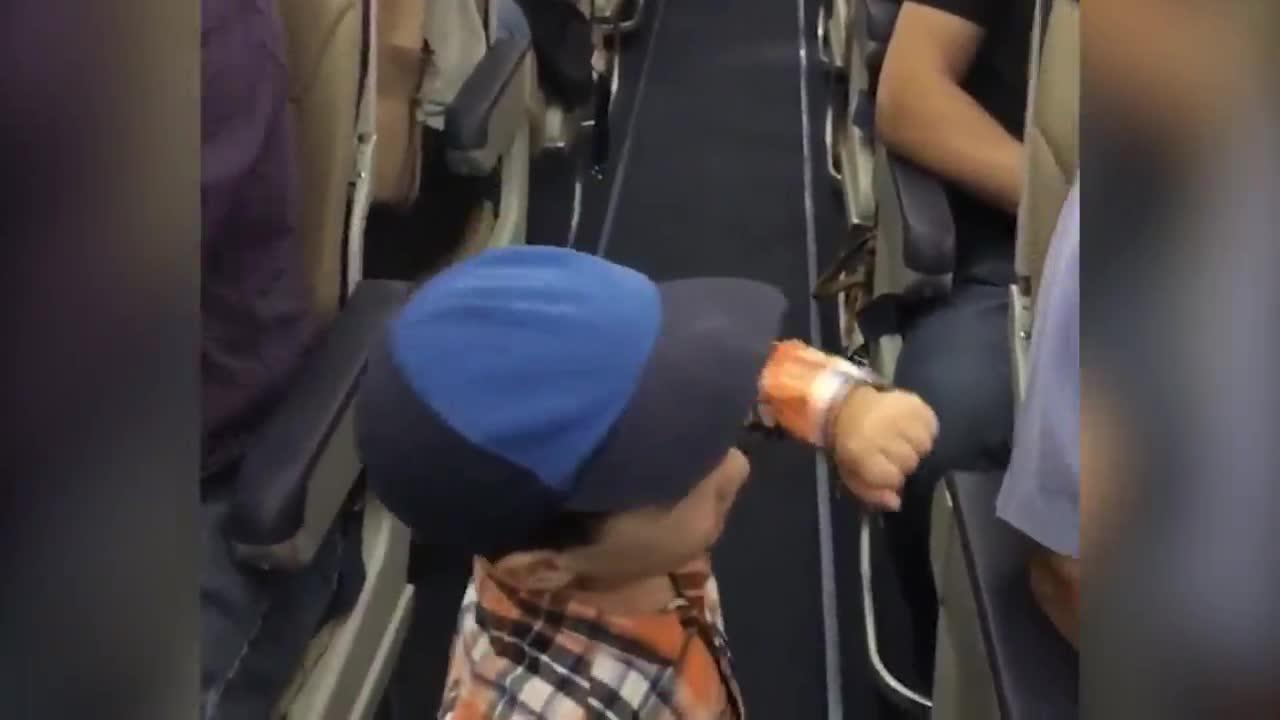 2-Year-Old Fist-Bumps Airplane Passengers