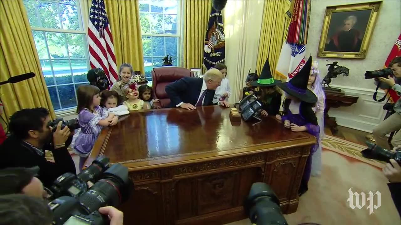 Children Of White House Press Corps Visit Trump In The Oval Office